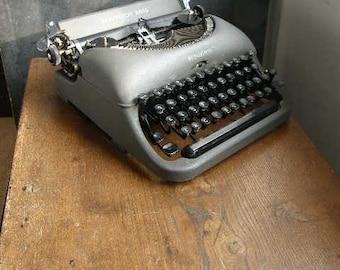 Superb vintage Remington Rand Grey manual 1940s typewriter new ribbon and working well,original case ,free uk postage