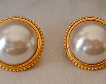 Vintage Anne Klein Gold  Pearl Earrings    Clip on