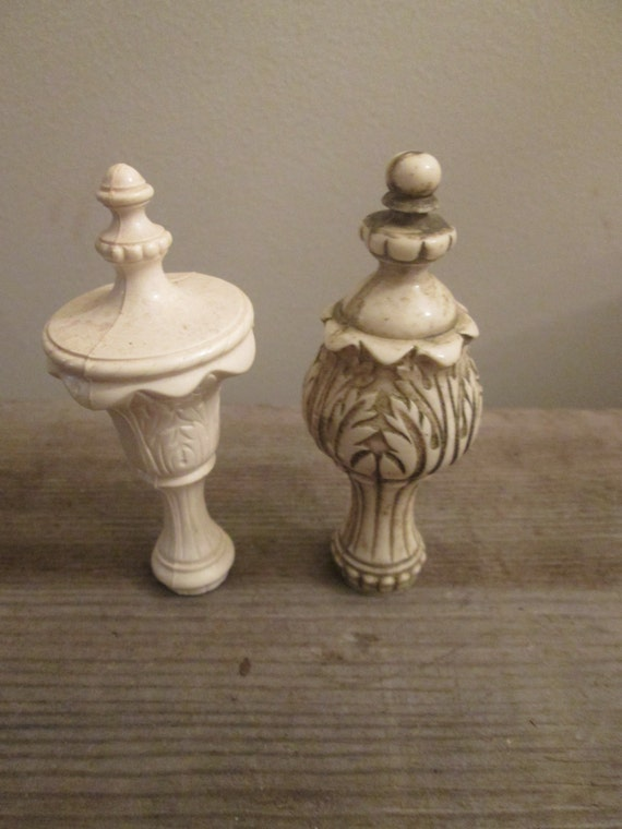 Pair Of White Plastic Lamp Finial Toppers Great Shabby Chic