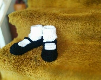Crocheted Adult 'Mary Jane' Slippers -black/white (Small)