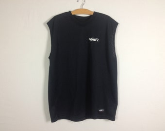 and 1 sleeveless shirt size XL