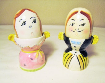 SALE // Mr. and Mrs. Egg and Egg Cup Salt and Pepper Shakers - Made in Japan - Mid Century Kitschy Anthropomorphic