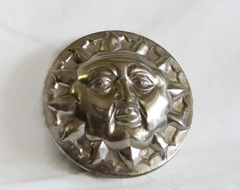 Sun face embossed vintage SOLID silvertone metal Trinket BOX. Relief. Jewelry, ring holder. Celestial, star. Silver tone. LEO birthday gift