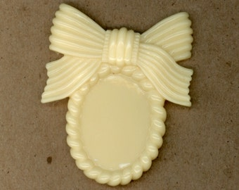 3 Pieces, 18x25mm Oval Bow Resin Frame, Pale Butter Yellow Plastic, Destash, Cabochon Frame, Jewelry Supplies