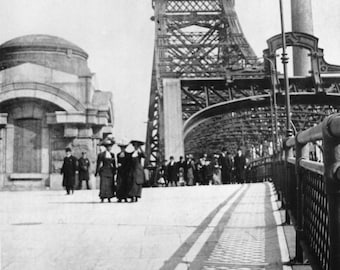 QUEENSBORO BRIDGE Strollers circa 1910 - Vintage Photo Art Print - Ready to Frame!
