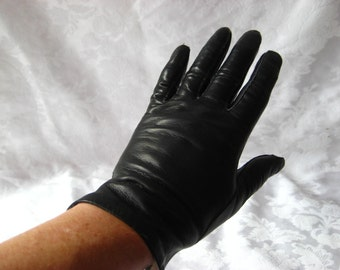 Black leather driving gloves, size 6.5, unlined, mid century gloves, 1142