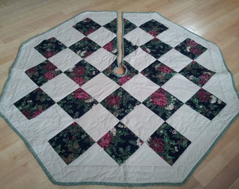 Quilted Octagon Poinsettia Christmas Tree Skirt Gorgeous, Unique GIFT Vintage Holiday Quilt Treeskirt, Red, Green Classic Country Chic Decor