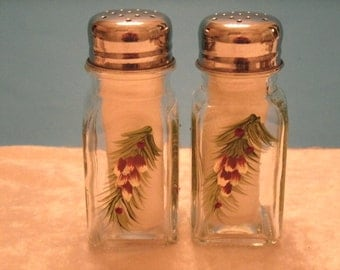 PINECONE salt and pepper shakers