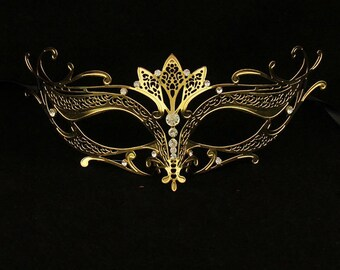 how to clean an intricate venetian mask