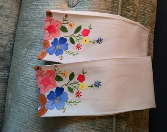 Hand Appliqued Floral Tea Towels Fingertip Towels - Set of 2 - Unused