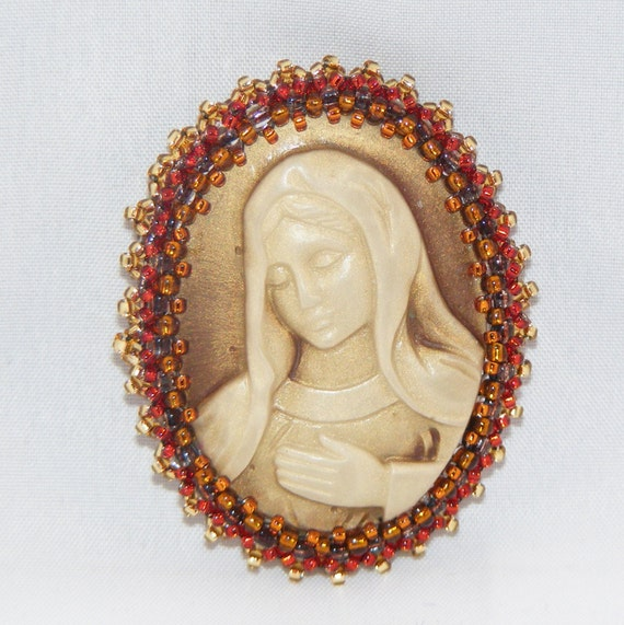 Custom Cameo Resin Pins Diy: GOLD Background Madonna Resin Cameo Brooch Rust And Brown