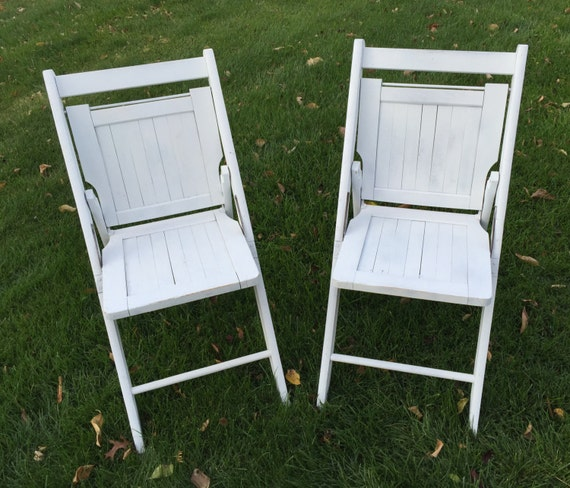 vintage wooden folding lawn chairs weathered white paint. Black Bedroom Furniture Sets. Home Design Ideas