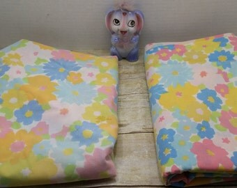 Twin Sheet Set, Retro Flower power, Flat and fitted sheets, vintage bedding