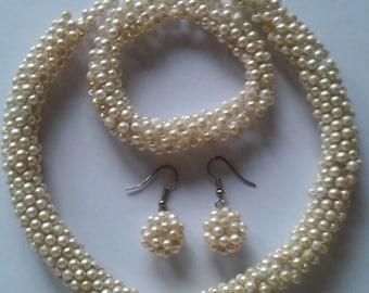 One of a kind beaded pearl-like jewellery set