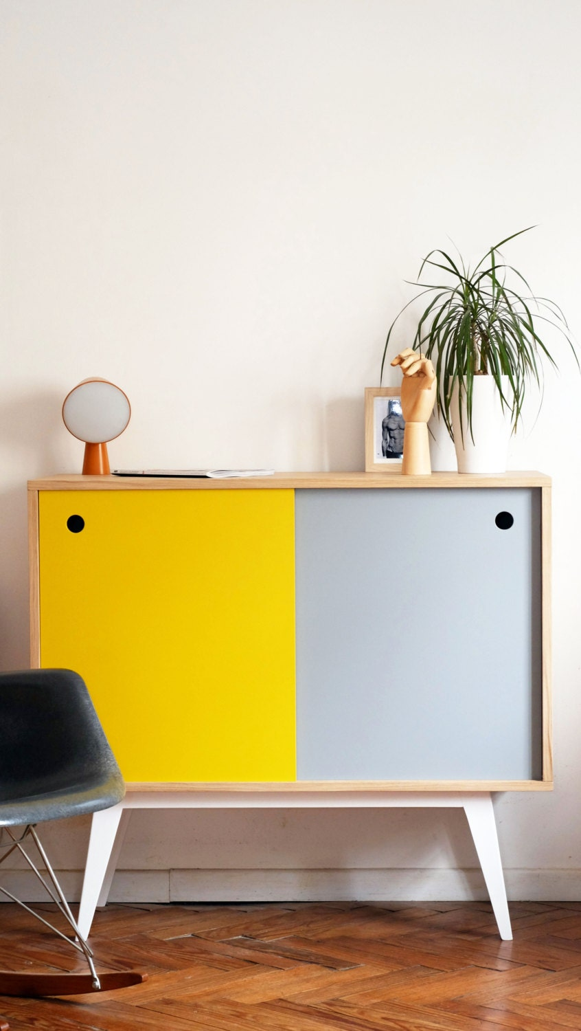 petit bahut scandinave jaune et gris clair. Black Bedroom Furniture Sets. Home Design Ideas