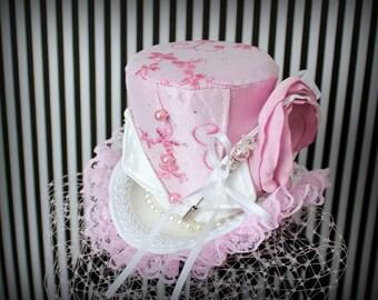 Pink White Mini Top Hat, Pink Veil, Mad Hatter Hat, Fascinator, Mini Hat, Top Hat, Mini Hats, Tea Party Hat, Wedding Hat, Women Top Hat
