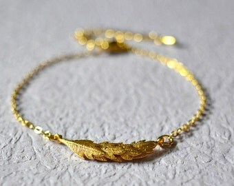 Dainty Gold Leaf/Leaves Bracelet, Tiny Leaf Charm Bracelet, Simple Gold Bracelet, Minimalist Jewelry, Gift For Her, Holiday Gift Idea