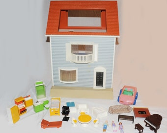 Fisher Price Vintage the Spacious Dollhouse 1980 #250 with family
