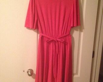 Beautiful vintage pink womens dress
