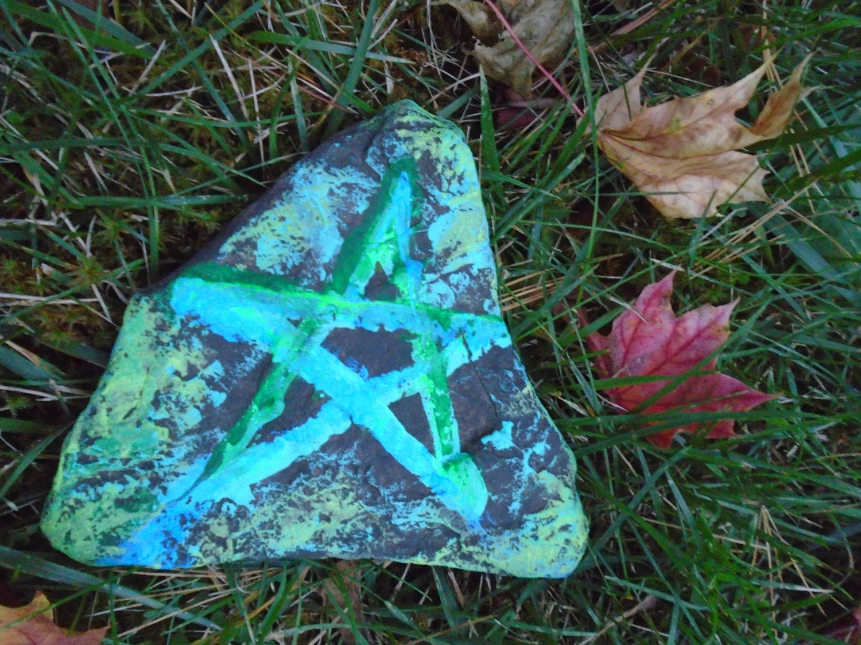Hand painted star garden stone garden inspiration - Hand painted garden stones ...