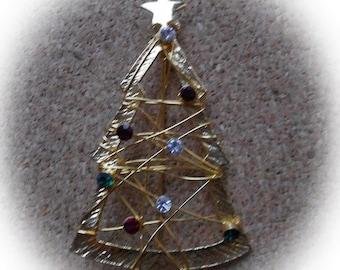 G23: Vintage Christmas Tree Pin-