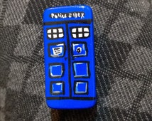 hand painted domino tardis Dr who magnet bbc