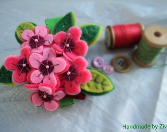 Pink fuchsia felt flower pincushion bracelet, felt pin cushion, sewing accessories, gifts for mom, pin cushions, gifts for seamstress