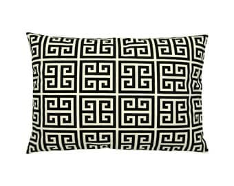 Cushion cover of Greek key pattern TOWERS 40 x 60 cm black natural