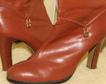 SALE! 1970s 80s Size 7 Brown Burnt Orange Vinyl Ankle Boots