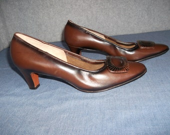 Brown leather shoes, genuine leather pumps, high heel shoes, Florsheim ladies shoes, size 9 shoes, medium high heel, medium width.