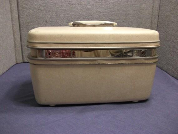 vintage white samsonite makeup case train caseovernight. Black Bedroom Furniture Sets. Home Design Ideas