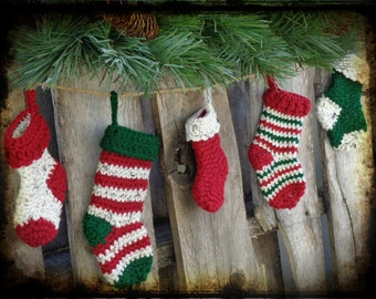 Primitive Christmas Crochet Stocking Garland, Primitive Holiday Decor, OFG FAAP