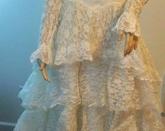PRICE REDUCED:Vintage Lace Flowing Layer Wedding Dress Gown Nice Train