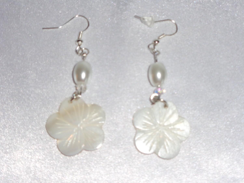 Mother Pearl Flower Earrings