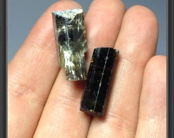 Rough natural black Tourmaline stones from Tanzania 2 stones - 7.68g - 22 to 24mm