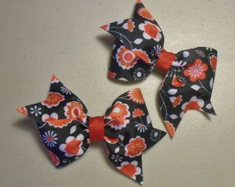 Red and White Floral on Black Bow Set