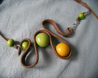 NECKLACE PENDANT, Wood, metal alloy and leather, women's accessory