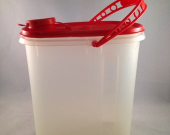 Tupperware 1 Quart Pitcher With Red Lid and Handle