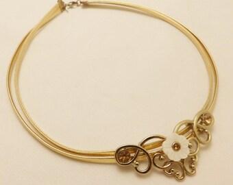 Vintage Gold Tone Flower Choker Necklace