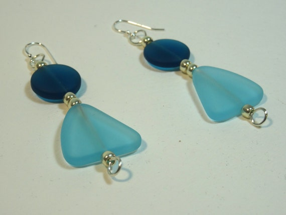 Earrings with turquoise and dark blue flat glass beads and silver seed beads.