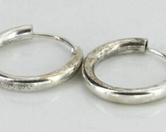Vintage Sterling Silver  Round, Interesting Earrings 1g U3813