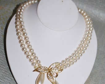 Gold tone, Simulated Pearl and  Rhinestone Vintage Costume Necklace