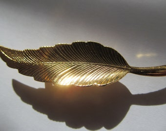 Vintage gold tone  Leaf  Brooch   2 1/4''  long