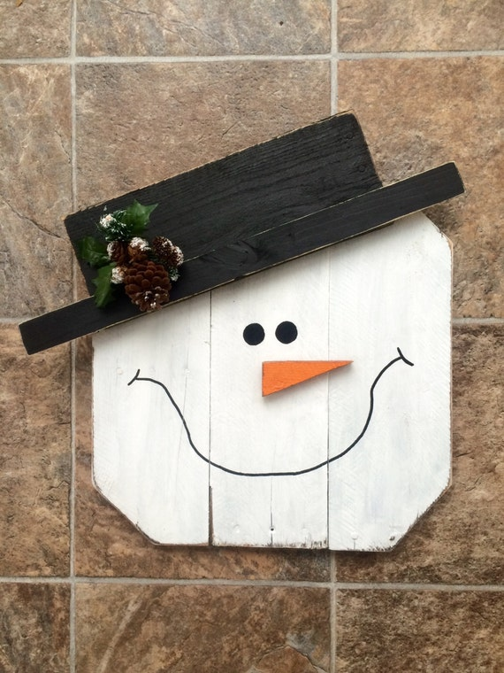 Handmade pallet snowman for christmas and winter for How to make a wood pallet snowman