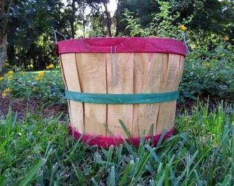 Vintage Apple Basket / Bushel Basket/ Storage Bin / Rustic decor / Primitive Decor