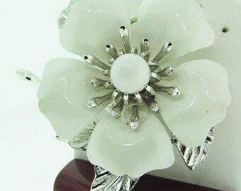 Sarah Coventry vintage flower brooch.