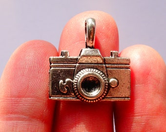 4 Camera Charms Antique Silver 22 x 21mm - SC255