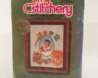 Vintage Jiffy Stitchery Photo Frame Stitching Kit