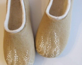 Beige felted soft slippers