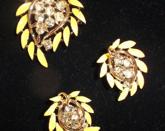 1950s (LISNER) Yellow Leaf Brooch and Earring Set